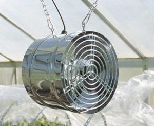 Runterhängender Ventilator im Gewächshaus